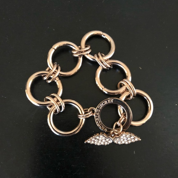 Victoria's Secret Jewelry - Victoria secret bracelet!🎀 chic !🌼